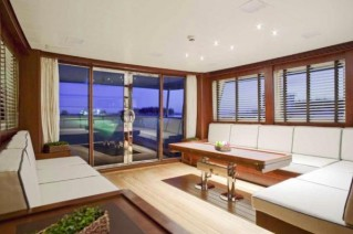 Yacht SAPUCAI -  Salon looking Aft